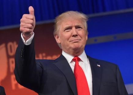 483208412-real-estate-tycoon-donald-trump-flashes-the-thumbs-up-crop-promo-xlarge2